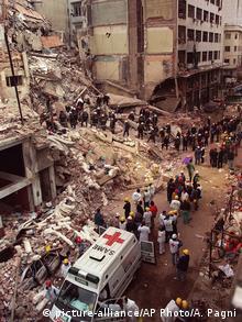 در بمبگذاری مرکز یهودیان در بوئنوس آیرس ۸۵ نفر کشته و ۳۰۰ نفر کشته شدند