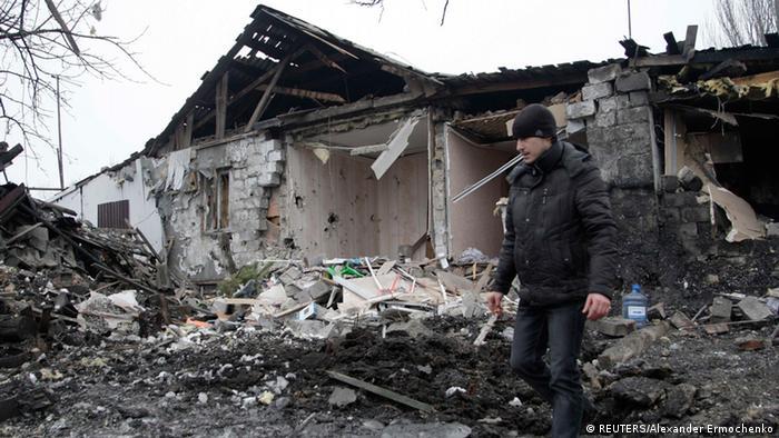 Zerstörtes Haus in Donezk (Foto: REUTERS/Alexander Ermochenko)