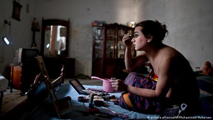 Pakistan Rawalpindi Transgender Männer (picture-alliance/AP/Muhammed Muheisen)