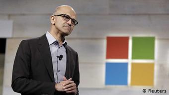Satya Nadella durante la presentación de Windows 10.