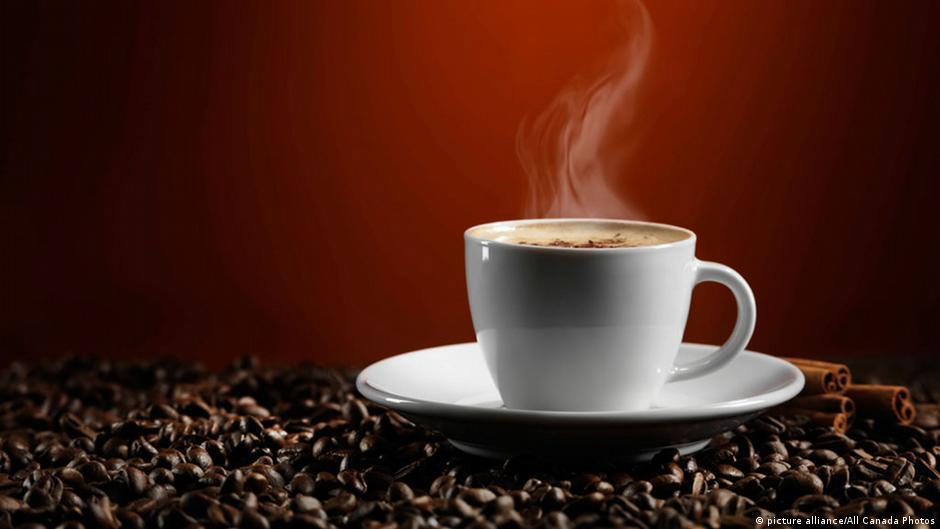 دراسة طبية تكشف عن فوائد جديدة للقهوة وتنصح بشربها | DW | 04.03.2015