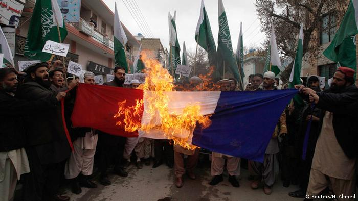Pakistan Anti Charlie Hebdo Protest Flagge Verbrennen 22.01.2015