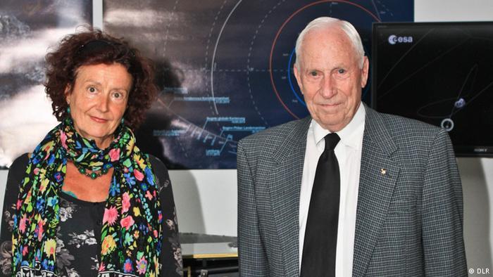 DW's Cornelia Borrmann stands next to Alfred M. Worden in Berlin