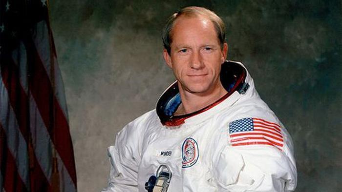"""""""Estou decepcionado com o programa espacial atual"""", diz ex-astronauta   DW   02.02.2015"""