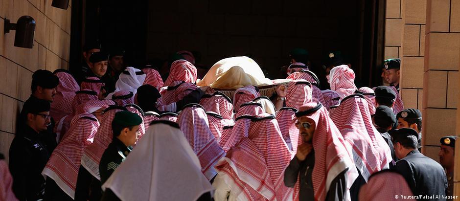 Corpo de rei Abdullah foi enterrado na sexta-feira