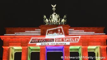 Das Brandenburger Tor leuchtet für Olympia in Berlin