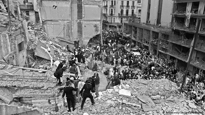 Das zerstöre Gebäude des jüdischen Hilfswerks Amia in Buenos Aires am 18. Juli 1994 (Foto: AFP/Getty Images/A. Burafi)