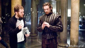 Aronofsky on the set of 'The Fountain' with lead Hugh Jackman, Copyright: Studiocanal