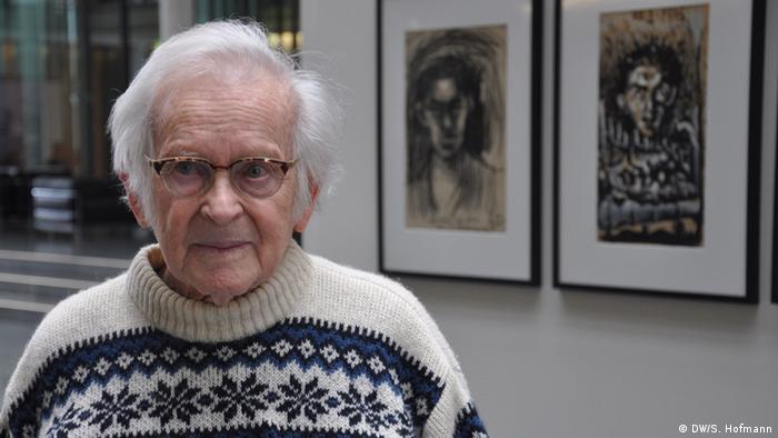 Porträt von Yehuda Bacon im Wollpullover. (DW/S. Hofmann)