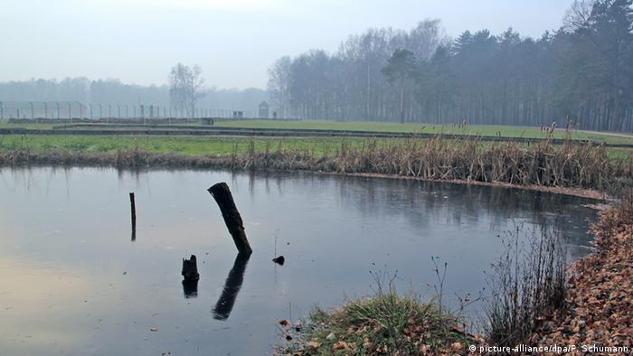 Auschwitz lake (picture-alliance/dpa/F. Schumann)