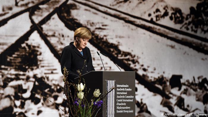 Angela Merkel: Lo que ocurrió nos llena de vergüenza. Porque fueron alemanes los responsables de ese dolor.