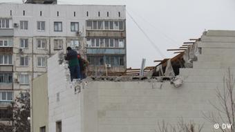 Wiederaufbau in Mariupol nach dem Raketenbeschuss (Photo: Mykola Ryabtschenko)