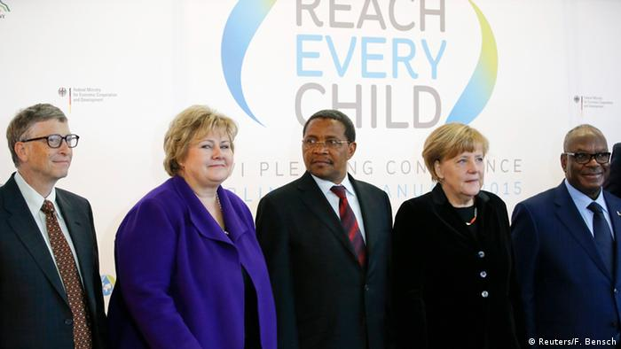 Philantropist Bill Gates, Norwegian prime minister Solberg, Tanzania's president Kikwete and Chancellor Merkel at the 2015 replenishment conference in Berlin