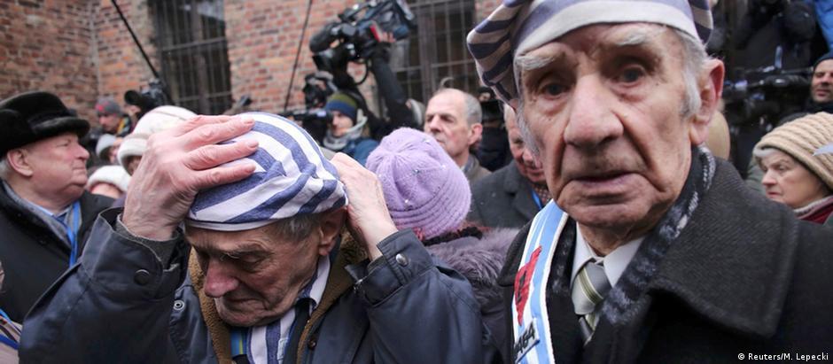 Sobreviventes chegam para celebração dos 70 anos