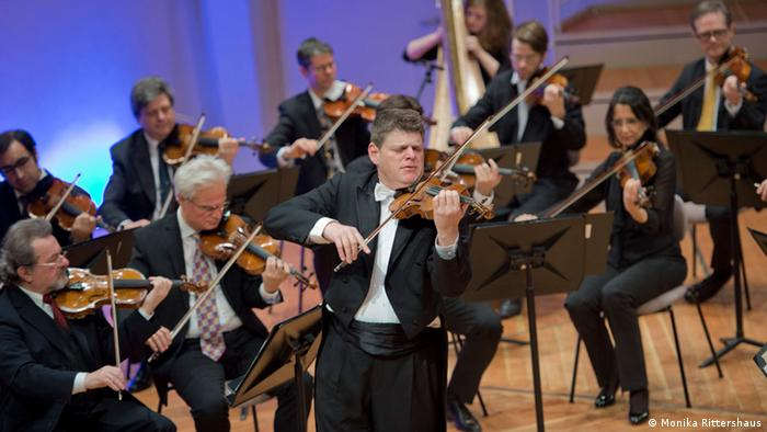 Violins of Hope - the Israeli violinist Guy Braunstein and the Berlin Philharmonic Orchestra. Copyright: Monika Rittershaus.
