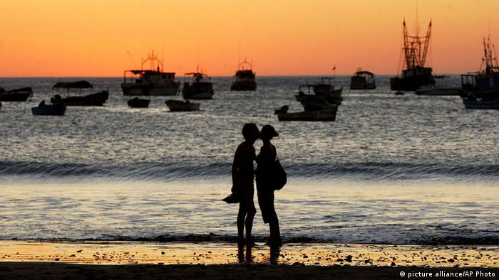 Touristenpaar in Nicaragua (picture alliance/AP Photo)