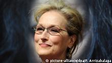 epa04550048 US actress Meryl Streep poses for photographers during the UK gala screening of 'Into The Woods' in London, Britain, 07 January 2015. The movie opens across British theaters on 09 January. EPA/FACUNDO ARRIZABALAGA +++(c) dpa - Bildfunk+++