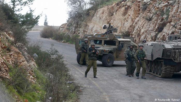 Израильские солдаты близ границы с Ливаном