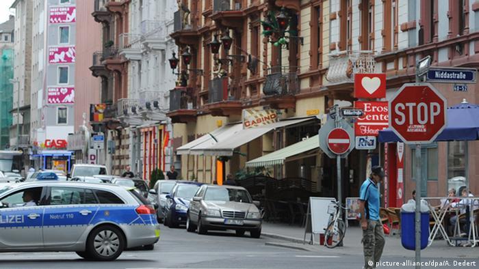 Rotlichtbezirk im Bahnhofsviertel von Frankfurt Archiv 2012