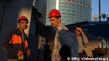 Gastarbeiter aus Zentralasien auf einer Baustelle in Moskau Thema: Lage der Gastarbeiter in Russland *** DW-Korrespondentin in Moskau (Russland) Julia Vishnevetskaya
