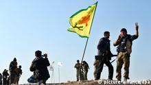 epa04586503 Members of the Syrian Kurdish People's Defence Units (YPG) celebrate their victory in Kobane, Syria, 26 January 2015. According to reports Kurdish fighters claim to have pushed militants from the group calling themselves Islamic State (IS) out of the whole of Kobane following four months of fighting, supported by airstrikes carried out by an international anti-IS coalition, though a number of the town's surrounding villages, close to the Syrian-Turkish border, remain in the hands of IS. EPA/STR +++(c) dpa - Bildfunk+++