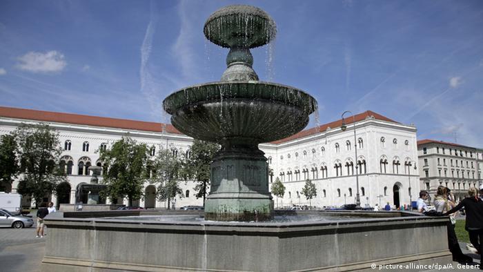 Главный корпус университета имени Людвига и Максимилиана в Мюнхене