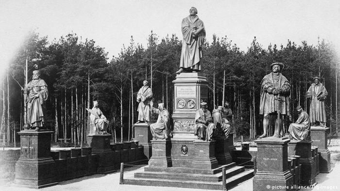 Монумент Лютера на фотографии 1890 года