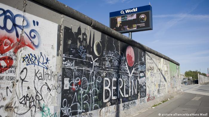 Deutschland Mauerfall Grenzöffnung Berliner Mauer mit dem Brandenburger Tor
