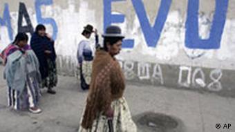 Bolivien Wahlen Anhänger der MAS des Präsidentschaftskandidaten Evo Morales in El ALto in La Paz Bolivien