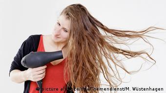 Haartrockner Frau Fön Haare