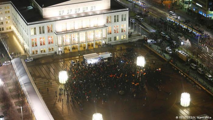 eine Gruppe von Legida-Anhängern Demonstration auf dem Augustusplatz