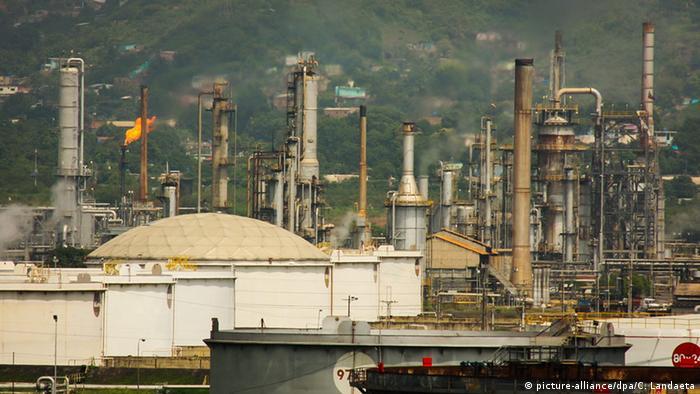 Staatliche Öl-Raffinerie in Puerto La Cruz, Venezuela
