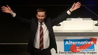 Λαϊκιστές κερδίζουν έδαφος πανευρωπαϊκά, σημειώνει η SZ. Στη Γερμανία ξεχωρίζει o Μπερντ Λούκε (φωτ.), επικεφαλής του ευρωσκεπτικιστικού AfD
