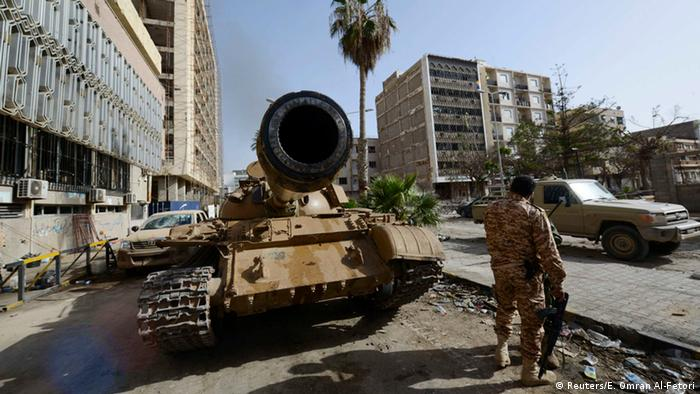 A member of the Libyan pro-government forces, backed by locals, stands near a tank outside the Central Bank, near Benghazi port,(photo: REUTERS/Esam Omran Al-Fetori)