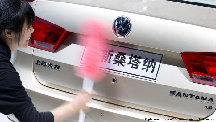 China-produced Volkswagen Santana (picture-alliance//Volkswagen/dpa/F. Gentsch)