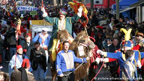 Fulda celebrates carnival with a parade