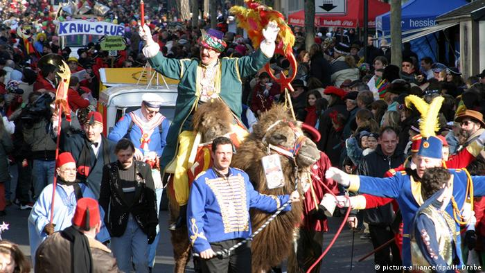 Fulda celebrates carnival with a parade