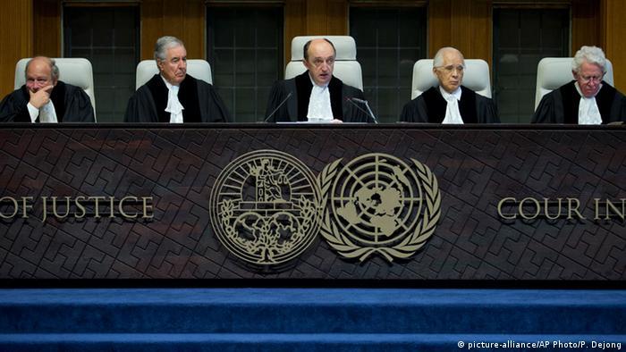 Internationaler Gerichtshof urteilt im Genozid-Prozess Serbien und Kroatien 03.02.2015 (picture-alliance/AP Photo/P. Dejong)