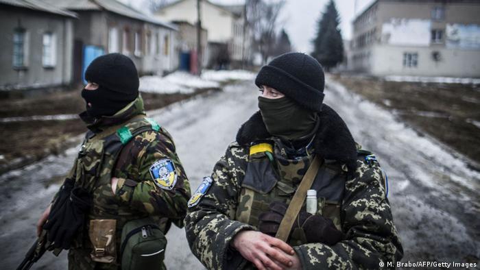 Zwei Kämpfer in der Ostukraine (Foto: AFP)
