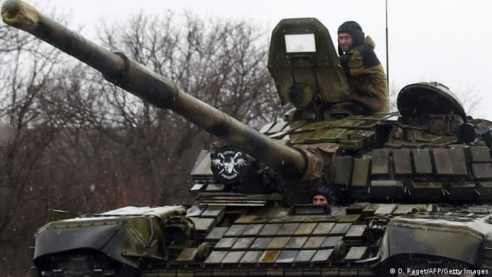 Prorussische Separatisten auf Panzer in der Ukraine (foto: Getty Images)