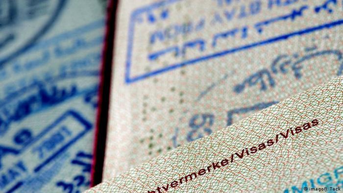 Reisepässe der Bundesrepublik Deutschland mit Stempeln für Einreisevisa