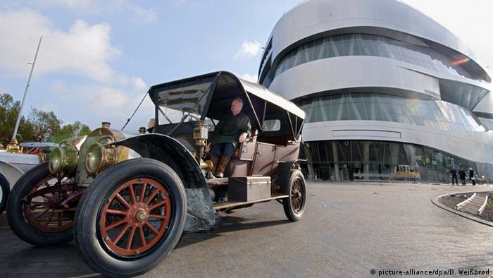 A 1909 Mercedes Simplex in front of the Mercedes Museum