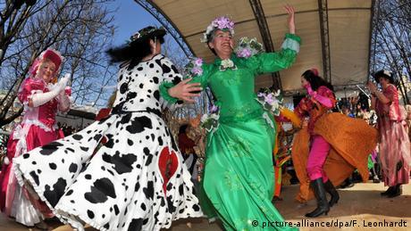 The dance of the market women on the Viktualienmarkt in Munich