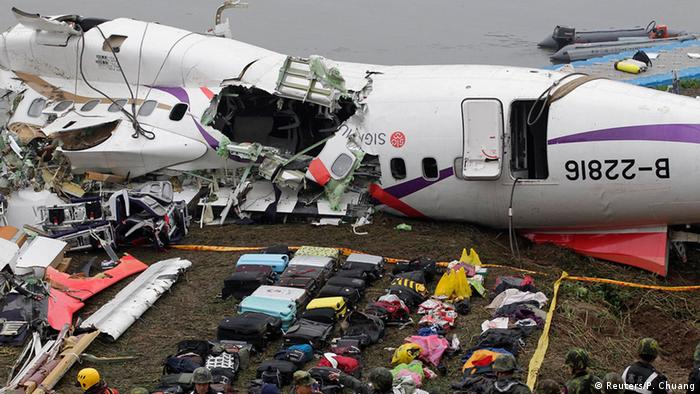 Baggages are placed near the wreckage of TransAsia Airways plane Flight GE235 after it crash landed into a river, in New Taipei City February 5, 2015 (Photo: REUTERS/Pichi Chuang)