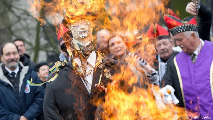 Hoppeditz wird verbrannt (picture-alliance/dpa)