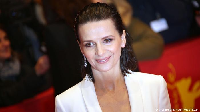 Berlin Eröffnung Berlinale 2015 Roter Teppich, Juliette Binoche (Foto: picture-alliance/AP/Joel Ryan)