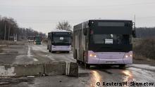 Ostukraine Krise Busse für Flüchtlinge bei Debalzewo