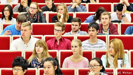 Universität Leipzig Studenten im Hörsaal Vorlesung
