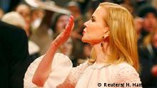 Actress Nicole Kidman blows a kiss as she arrives on the red carpet for the screening of the movie 'Queen of the Desert' at the 65th Berlinale International Film Festival, in Berlin February 6, 2015. REUTERS/Hannibal Hanschke (GERMANY - Tags: ENTERTAINMENT)
