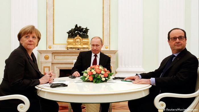 Bundeskanzlerin Angela Merkel mit den Präsidenten Russlands und Frankreichs, Wladimir Putin (m.) und Francois Hollande (Archivbild)